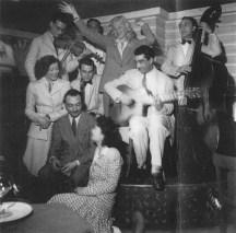 Django, Claude Laurence (alias André Hodeir), Gérard Lévecque, Joseph Reinhardt et Jean Storne en 1943